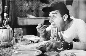 """""""Macaroni! ...uhm... macaroni! Questa è robba da carettieri. Io nu' mangio macaroni, io so' americano"""""""